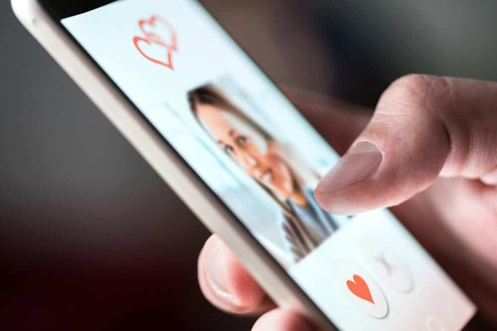 Tips For Traditional Dating Fans On How To Succeed Online